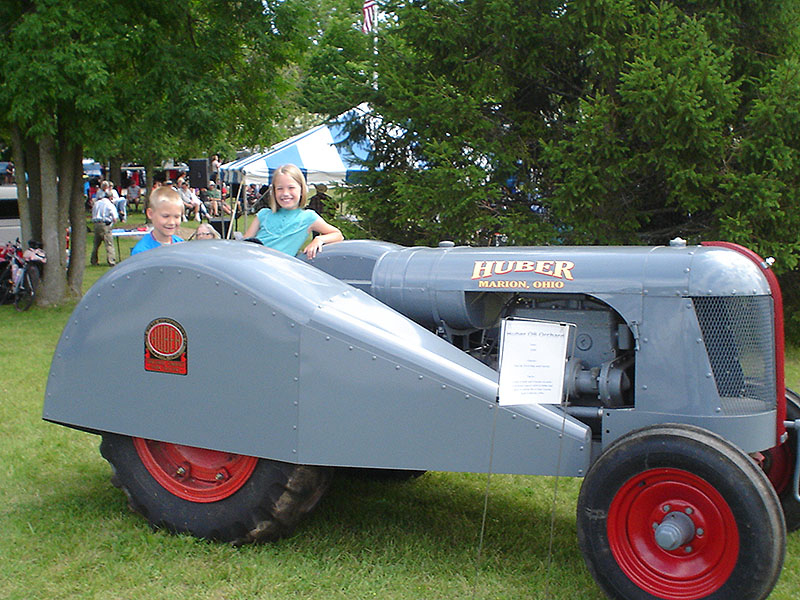 kids-on-tractor-cherry-fest-2013