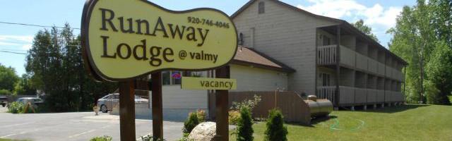runaway lodge sign